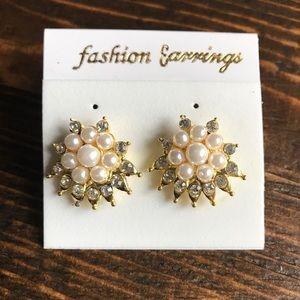 NEW - Fashion Pearl Earrings